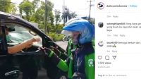 Sultan Bagikan Uang kepada Driver Ojol