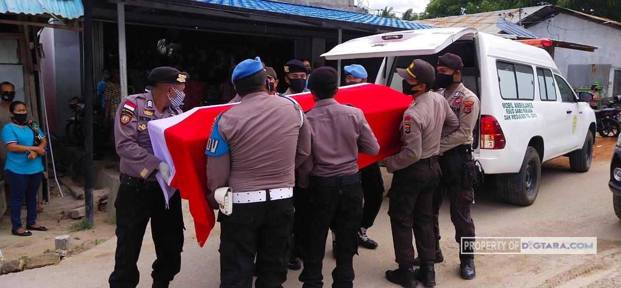 Pemakaman Anggota Polres Sabu Raijua Tanpa Dihadiri Istri dan Anak