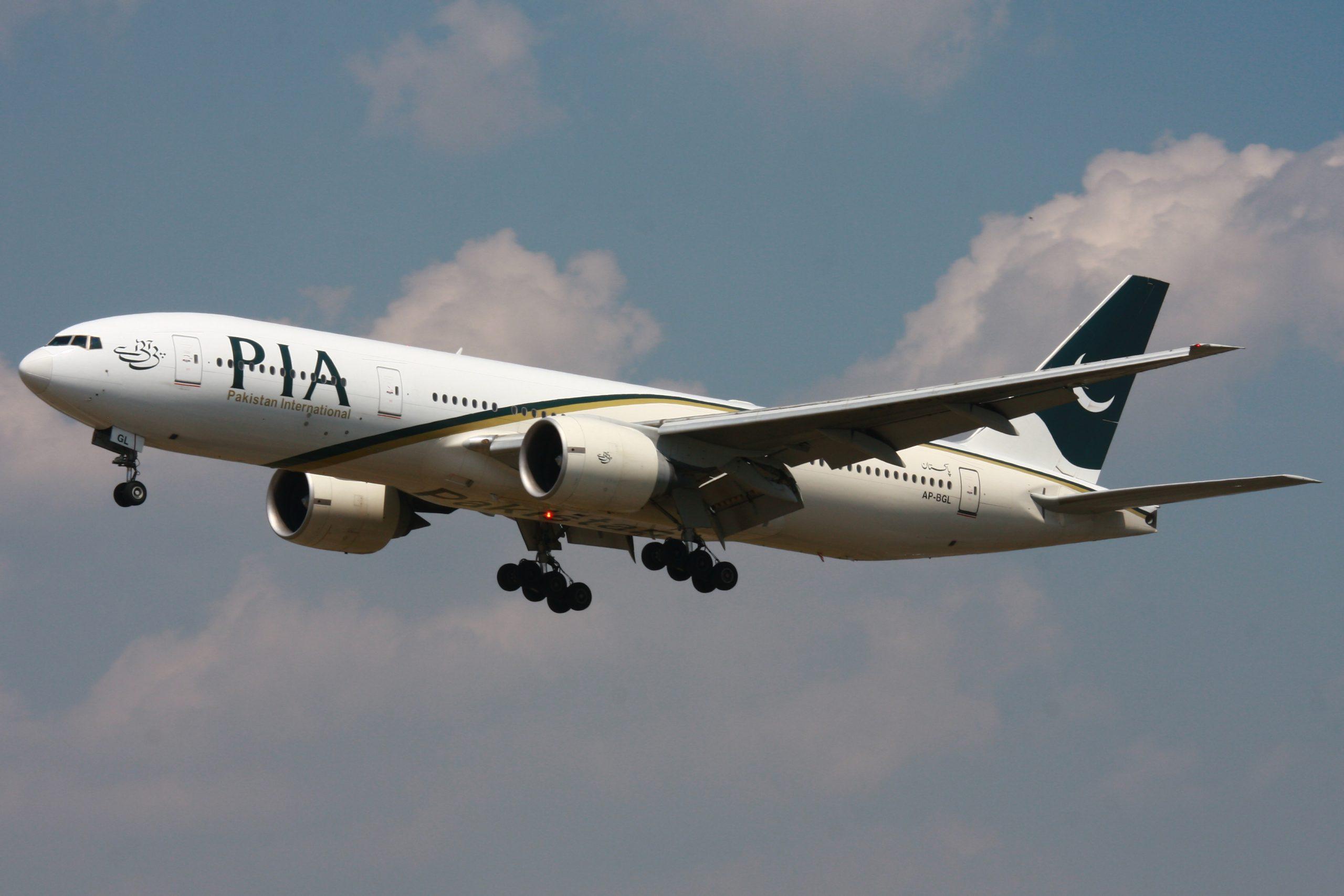 Pesawat PIA Jatuh di dekat Pemukiman Karachi, Ada Penumpang yang Selamat