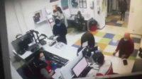 Tak Dilayani di Kantor Pos, Omak-omak Nekat Lepas Celana Dalamnya Bikin Masker