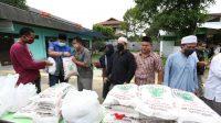 XL Axiata Rangkul Pewarta Foto Indonesia Salurkan Sembako untuk Penyandang Disabilitas