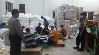 Distribusi Bansos dari Pemprov Sumut Dikawal Personil Polresta Deli Serdang