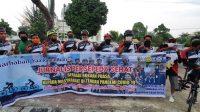 Komunitas Sepeda Jurnalis Baharkam Polri Bagikan Ratusan Paket Takzil ke Warga Medan