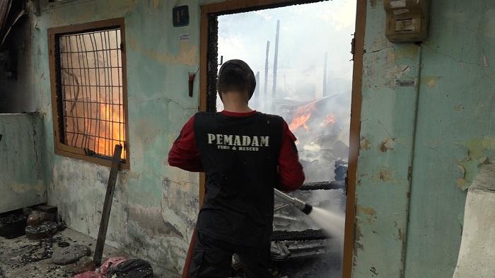 Kebakaran di Pasar Meranti, Belasan Bangunan Hangus Terbakar