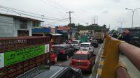 Unjuk Rasa Tolak RUU Omnibus Law di Fly Over Amplas, Jalan SM Raja Macet